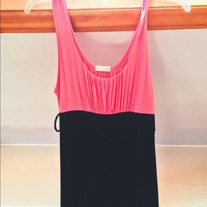 Pretty women's dress, comfortable and easy put on!